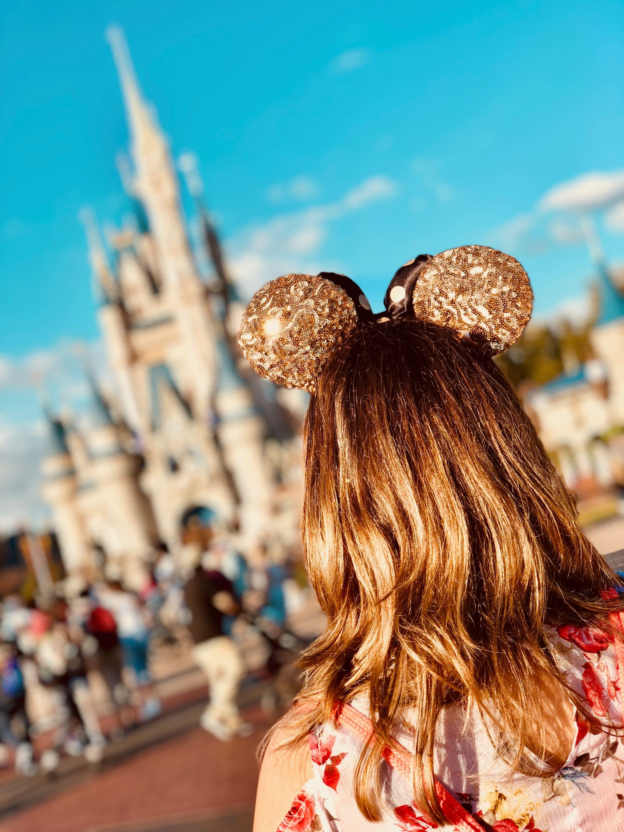 girl looking at disney castle