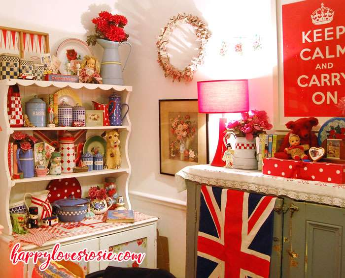 decorative vintage collectables in dining room